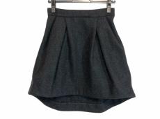 ヨーコ チャンのスカート