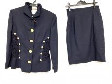 ジャンニヴェルサーチのスカートスーツ