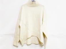 チノのセーター