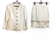 ハナエモリのスカートスーツ