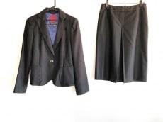 アマカのスカートスーツ