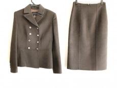プラダのスカートスーツ