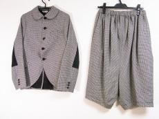 ブラックコムデギャルソンのレディースパンツスーツ