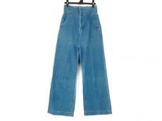マメ クロゴウチのジーンズ