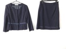 ギャラリービスコンティのスカートスーツ