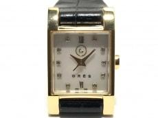 グレの腕時計