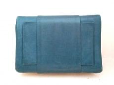 アヴリルガウの2つ折り財布