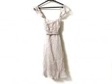 ナネットレポーのドレス