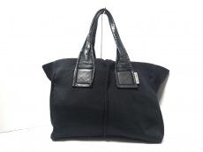 カワカワのハンドバッグ