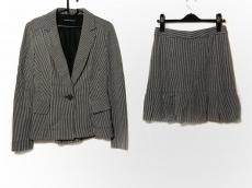 ナネットレポーのスカートスーツ