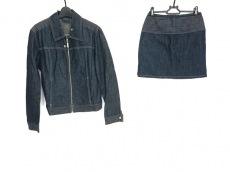 ヴェルサーチジーンズのスカートセットアップ