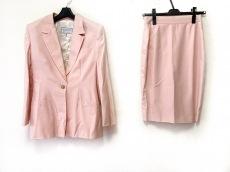 ヴェルサスのスカートスーツ
