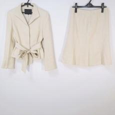 アンタイトルのスカートスーツ