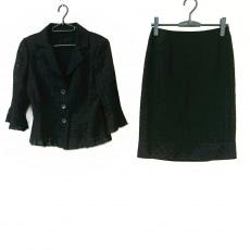 ルネのスカートスーツ