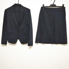 ニジュウサンクのスカートスーツ