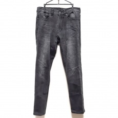 ブラックレーベルクレストブリッジのジーンズ