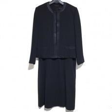 ユキトリイのワンピーススーツ