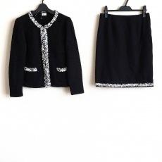 エリザのスカートスーツ