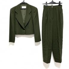 バレンシアガのレディースパンツスーツ