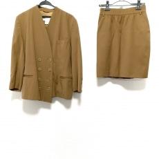 エスカーダのスカートスーツ