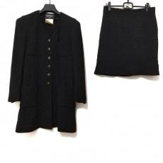 シャネルのスカートスーツ