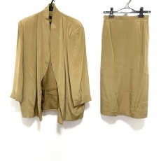 ヨシエイナバのスカートスーツ