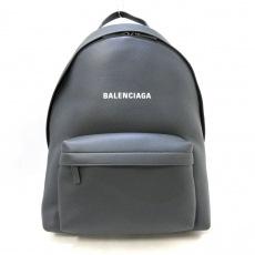 バレンシアガのエブリデイバックパック