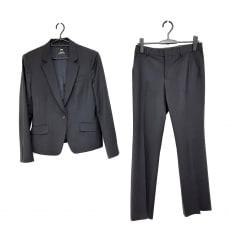 アンタイトルのレディースパンツスーツ