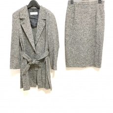マックスマーラのスカートスーツ
