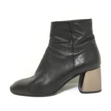 ファビオルスコーニのブーツ
