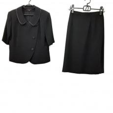 ユキトリイのスカートスーツ