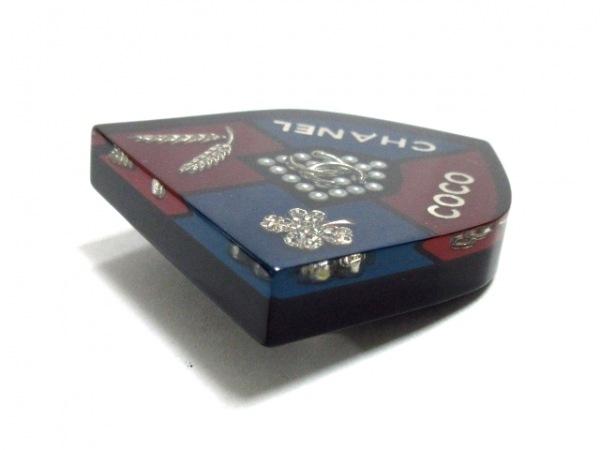 CHANEL(シャネル) ブローチ美品  プラスチック 黒×ボルドー×マルチ 5