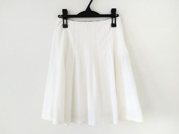 バーバリーブルーレーベル スカート サイズ36 S レディース美品  白