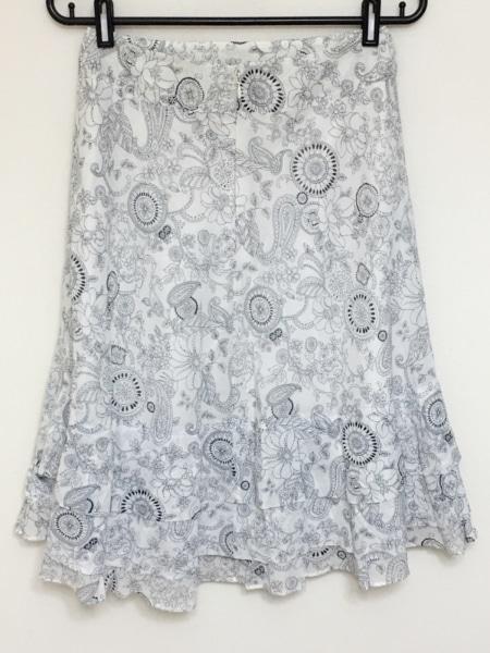 ニジュウサンク スカート サイズ38 M 花柄