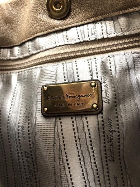 サルバトーレフェラガモ ハンドバッグ