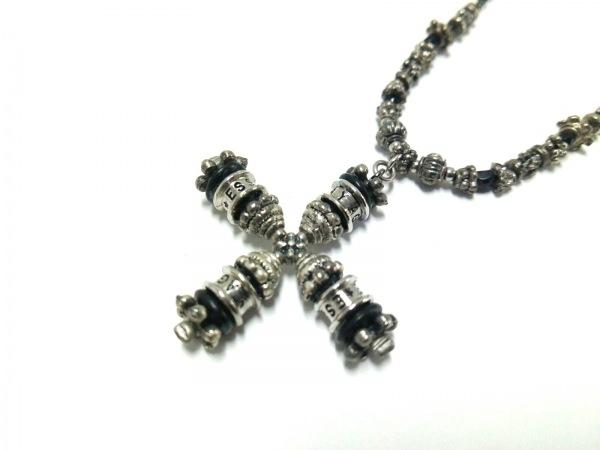 エセヤージュ ネックレス美品  金属素材×プラスチック シルバー×黒 クロス