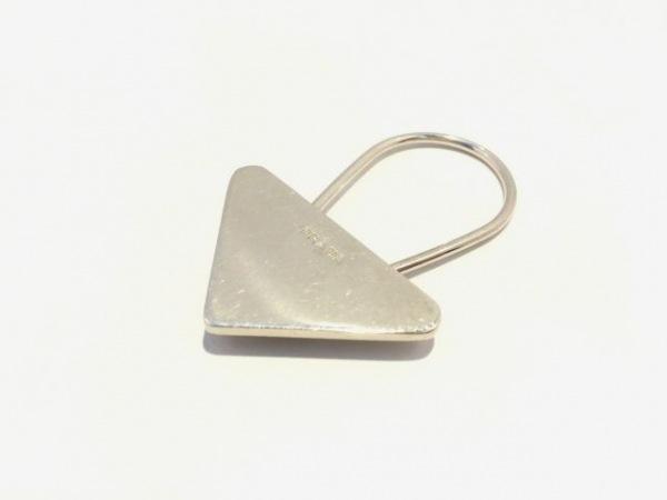 PRADA(プラダ) キーホルダー(チャーム) M716 シルバー 三角プレート 金属素材