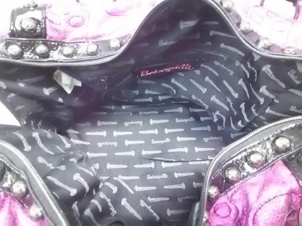 ベッツィーヴィル ショルダーバッグ ピンク×黒 スタッズ/スカル 化学繊維×合皮