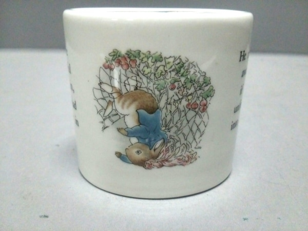 WEDG WOOD(ウェッジウッド) 小物美品  白×マルチ ピーターラビット/貯金箱 陶器