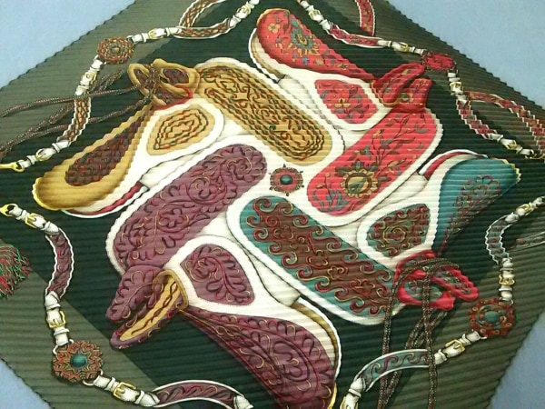 HERMES(エルメス) スカーフ美品  カレプリセ カーキ×レッド×マルチ Festival