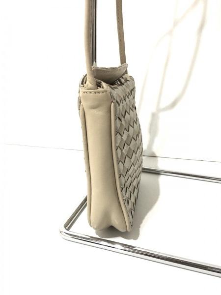 COSCI(コッシー) ショルダーバッグ美品  ベージュ×ゴールド 編み込み レザー