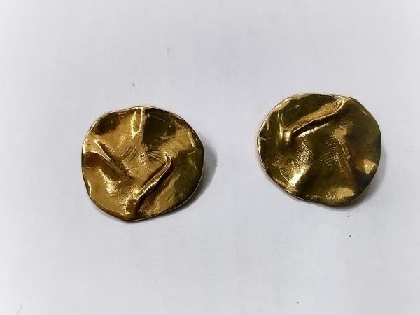 YvesSaintLaurent(イヴサンローラン) カフス美品  金属素材 ゴールド