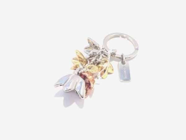 コーチ キーホルダー(チャーム)美品  シルバー×ゴールド×ピンク フラワー 金属素材