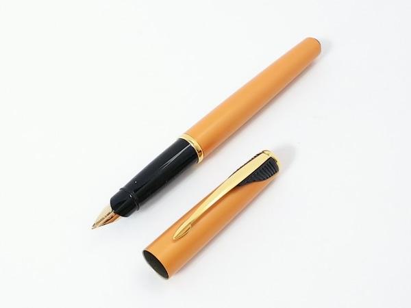 PARKER(パーカー) 万年筆美品  オレンジ×黒 インクなし 金属素材×プラスチック