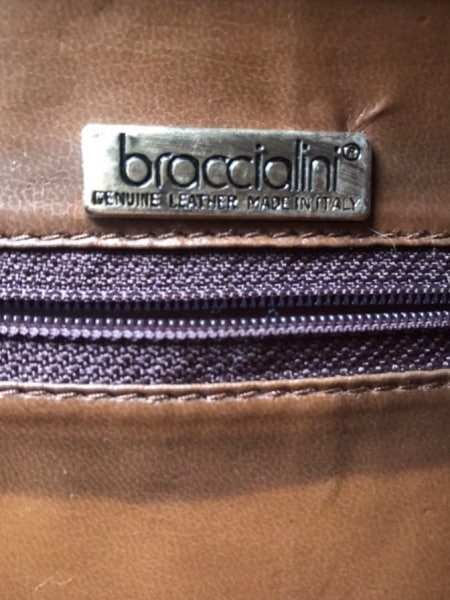 ブラッチャリーニ ハンドバッグ ダークブラウン 型押し加工 エナメル(レザー)
