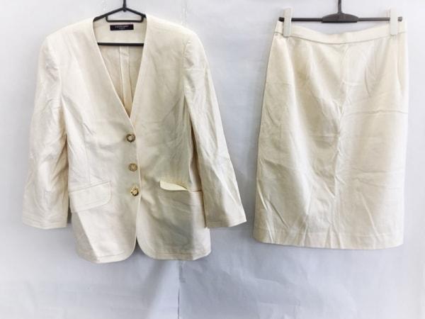 レオナール スカートスーツ サイズ13 L レディース美品  アイボリー 肩パッド/FASHION