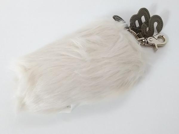シーバイクロエ キーホルダー(チャーム)美品  9K7158-N170 アイボリー×グレー
