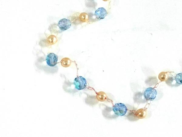 ミリィカレガリ ネックレス美品  ワイヤー×プラスチック 白×ライトブルー