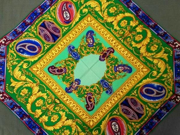 ATELIER VERSACE(アトリエヴェルサーチ) スカーフ美品  グリーン×ゴールド×マルチ