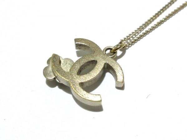 CHANEL(シャネル) ネックレス 金属素材 ゴールド×白 ココマーク/フラワー